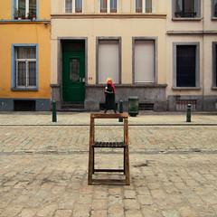 (janbat) Tags: street woman house chair nikon belgique femme bruxelles tokina d200 maison rue f4 chaise 1224 trottoir pavs jbaudebert upcoming:event=1502250