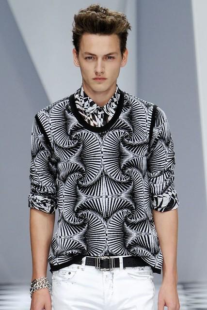 Jakob Hybholt3633_SS11_Milan_Versace(VOGUEcom)
