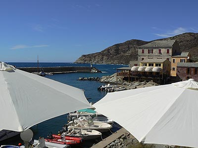 parasols et port de centuri.jpg