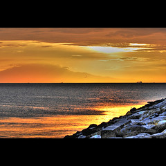a guiding light (for cookie) (DocTony Photography) Tags: ocean sunset sea sun love bay twilight nikon friend bravo cookie searchthebest faith philippines manila handheld bestfriend manilabay hdr bff photomatix magicdonkey supertony d80 flickrsbest 70200vr henyo superaplus aplusphoto ultimateshot flickrplatinum infinestyle doctony xoxoxoxoxoxoxox magicaltonyworld idontlikeyounowyoumakemecryp tyvmxxxxxxxxxxxxxxxxxxxxxx