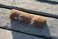 Stoff für Gugel auf der Landebrücke von Wikinger Museum Haithabu WHH 10-10-2010
