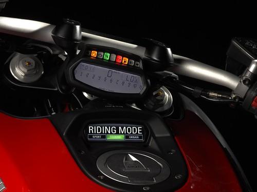 Ducati Diavel službene