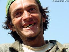 Catador de papel - So Paulo - Brasil (Jurandir Lima) Tags: brazil portrait man southamerica branco brasil work person br retrato sopaulo bra working brazilian worker sorriso bon homem rosto trabalhando chapu trabalhador sorrindo catadordepapel raabranca