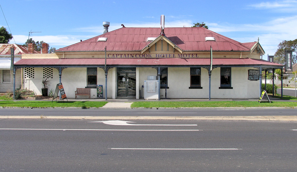 Captain Cook Hotel-01+