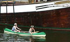 Zwei Paddel (jphintze) Tags: sport d boote lbeck sh damen trave maritim mdels paddel museumshafen untertrave