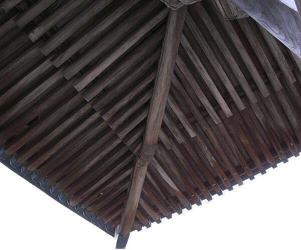 お寺の屋根の裏