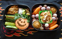 pumpkin idli (Sakurako Kitsa) Tags: halloween pumpkin grapes apples bento carrots zucchini sakurako obento wagashi idli vindaloo kitsa sakurakokitsa
