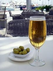 palma beer (kexi) Tags: stilllife cold beer glass june vertical marina wow boats spain nikon dof bokeh espana shade olives coolpix palma 2009 palmademallorca instantfave