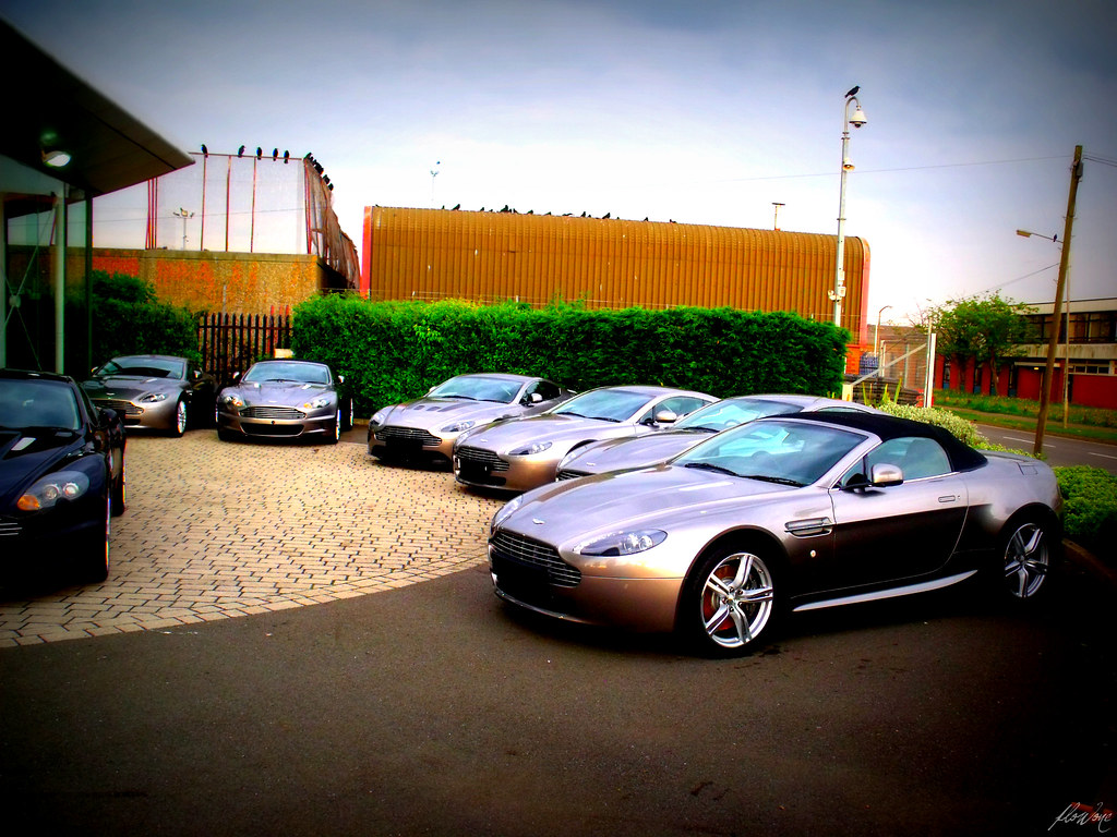 Aston Martin DB9 | Luxuriaz