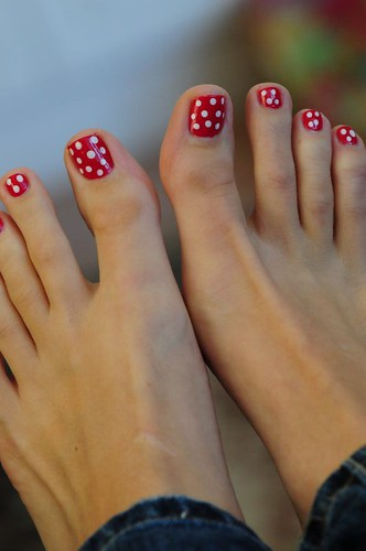 Does this pedicure make my toes look like toadstools?