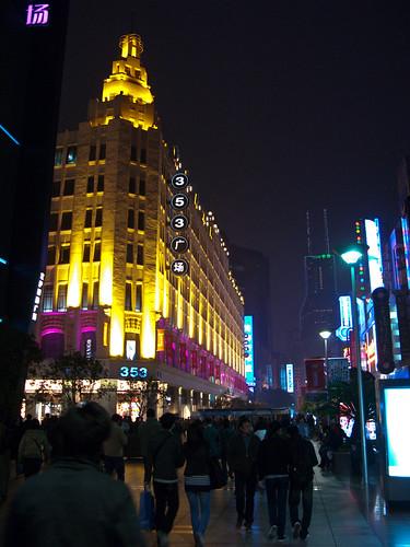2010103101-上海南京東路.外灘壓馬路.jpg