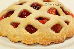 Apple-Cranberry Mini Lattice Pies ~ A Twist to the Apple Pie (Baking is my Zen) Tags: nyc musician illuminations cranberries apples williamssonoma barnesandnoble joshgroban minipies hiddenaway piedough carmenortiz canont1i bakingismyzen applecranberrypies recipephototutorial higherwindow voceexisteemmim youexistinme
