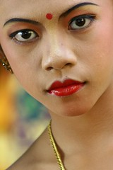 cudamani (Farl) Tags: travel portrait bali colors girl indonesia temple eyes bravo ceremony lips stare hinduism balinese theface sukawati gianyar gadis cewek cudamani ngusabe
