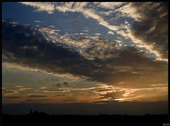 El adios del dia (GALA .) Tags: canon atardecer sigma cielo nubes silueta castillo tarde lerida 1530 eos400d ltytr1