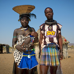 Mucawana tribe couple and baby - Angola (Eric Lafforgue) Tags: africa people baby tourism couple african mother culture husband tribal human tribes blackpeople tradition tribe ethnic cultura tribo angola ethnology tribu tourismo herero etnia 9862 tnico etnias angolan ethnie hereros    suldeangola muhacaona      mucawana southangola