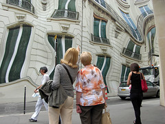 trompe-l'oeil  Paris (Palagret) Tags: paris reflection window mural surrealism fake illusion opticalillusion bleeker trompeloeil 75008 fooltheeye hibbbiscus tricktheeye athem urbansurrealism avenuegeorgesv surralismeurbain