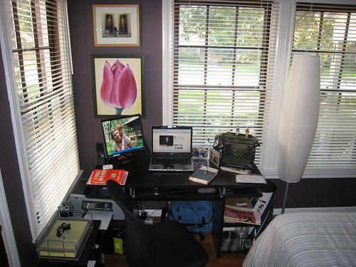 Bekerja di rumah vs bekerja di kantor - pic from flickr