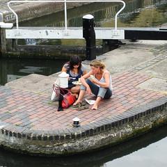 Ladies who lunch (Simon Crubellier) Tags: uk england london canon canal europe lock camden ixus simoncrubellier ixus70