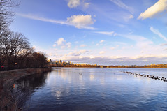 Jacqueline Kennedy Onassis Reservoir at Central Park (carlos_seo) Tags: park new york nyc usa ny newyork digital america photo nikon image united central picture jacqueline reservoir tokina 28 states kennedy 2010 onassis centralparkreservoir d90 1116 jacquelinekennedyonassisreservoir