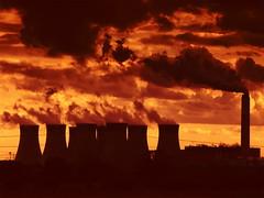 Cottam Power Station (LincsRanger64) Tags: uk sunset england unitedkingdom steam lincolnshire trent valley powerstation nottinghamshire coolingtowers burtonroad cottam trentvalley cottampowerstation