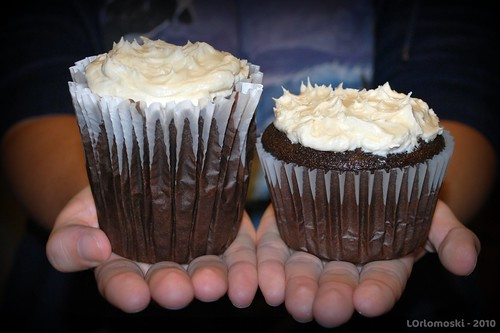 The King Cupcake vs The Jumbo Cupcake