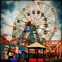 Wonder Wheel (jesuscm [2 weeks off]) Tags: city newyork wheel america nikon colours feria ciudad fair colores amusementpark suburbs noria suburbios nuevayork eeuu parqueatracciones mywinners jesuscm magicunicornverybest selectbestexcellence magicunicornmasterpiece sbfmasterpiece