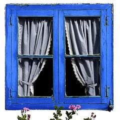 (Maria Artigas) Tags: blue azul ventana faves blau 35 finestre 500x500 35faves top20blue fiveflickrfavs 20tfpredominanteazul