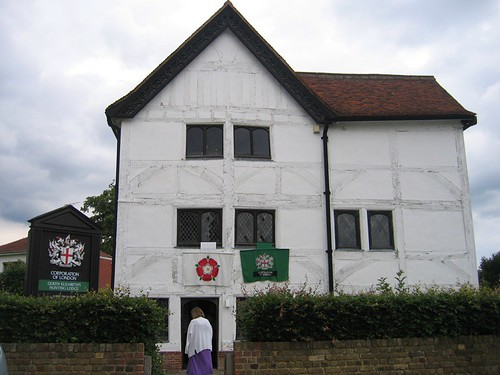 Queen Elizabeth's Hunting Lodge.JPG