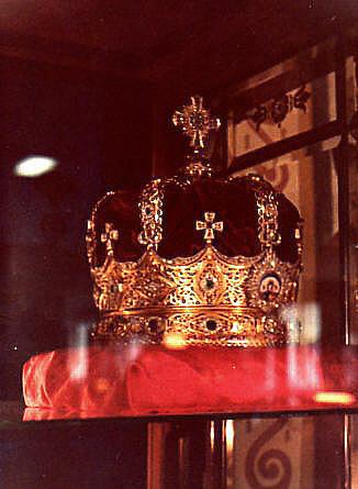 Menen crown