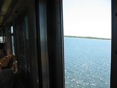 Tren A pasando sobre la Bahía de Jamaica