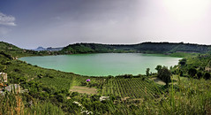 Lago d'Averno, Pozzuoli (I) (Panoramyx) Tags: italien italy panorama italia campania panoramica hdr italie italië pozzuoli itàlia campiflegrei lagodaverno 72oreanapoli 72hoursinnaples 72horasennápoles 72horesanàpols 72heuresànaples 72stundeinneapel 72uurinnapels