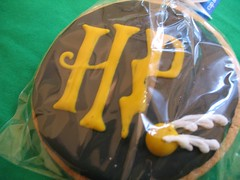 HP COOKIE WITH A GOLDEN SNITCH!!! (Rakka) Tags: cookies hp thankyou harrypotter presents smooches snitch chotda cupandsaucer goldensnitch bestpresentever soawesome ilovechotda scabbersfingers harrypottercookies