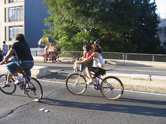 Bicicletar no Minhocão