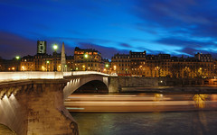Blue hour on the Pont de la Tournelle HDR* (David Giral | davidgiralphoto.com) Tags: city bridge david paris france seine night port river de hotel evening la hall nikon december searchthebest cloudy dusk acadmie pont capitale d200 saintlouis quai ville orlans parisienne tournelle rgion parisien giral rives nikond200 18200mmf3556gvr copyrightdgiral davidgiral holidaysvacanzeurlaub