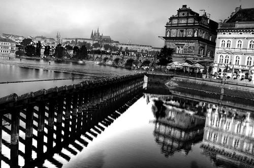 Reflejos at river Moldava. Prague. Reflejos en el río Moldava. Praga