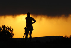 Waiting for sunset (one43) Tags: camera sunset arizona sky orange usa monument female jones bush tripod az valley badge sillhouette aeon one43