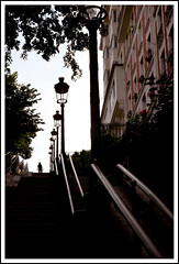 Paris, quartier de Montmartre, escaliers (Calinore) Tags: street city shadow paris france silhouette architecture backlight stairs big montmartre brique getty rue mur iledefrance ville contrejour idf escaliers marches rampe gtest selectionneespargetty