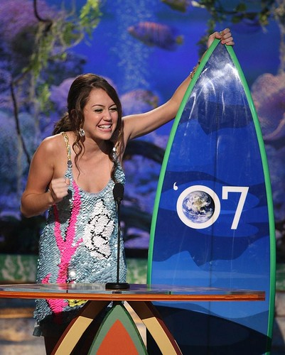 miley cyrus gets a surfboard by amandasanches12.