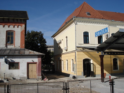 Alt vs. Neu - Bahnhof Oradea