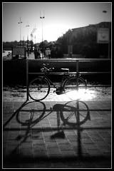 bicicletta sul porto (Monia.t) Tags: blackandwhite bw nikon mare bn biancoenero flicker flickritalia moniat