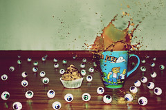 goog-ly eyes splash (donchris!) Tags: eye cup tasse coffee caf cake eyes die keks c