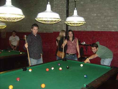 matt cutts playing pool at the seomoz party