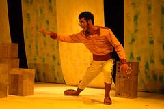 Versos de Um Lambe Sola (renatavoss) Tags: teatro joana gajuru