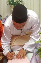 Pernikahan Hanim & Faizal #082 (Roslan Tangah (aka Rasso)) Tags: wedding hijab culture modesty cinta kabul melayu malay seni sanding kahwin perkahwinan budaya faizal nikah akad walimah pernikahan hanim skudai ijab persandingan kahwingraphy