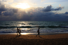 Macei sunrise (Ricardo Carreon) Tags: beach people silhouettes men women sand waves ocean clouds sky sun maceio al brasil feed explore explore28sep2007 topf25 challengeyouwinner macei alagoas playa praia brazil topv999 topv1111