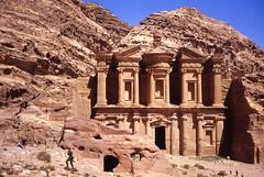 a tomb monument at petra (g.fulvia) Tags: trip stone landscape tomb petra unesco jordan worldheritage giordania heritagekey
