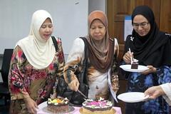 IMG_8985 (UmmAbdrahmaan @AllahuYasser!) Tags: birthday cake hijab ...