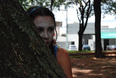 Trupe Tamboril - Alice no Maravilha (Bzaanon) Tags: artenapraa praasrgiopacheco trupetamboril grupotamborildearteindependente alicenomaravilha