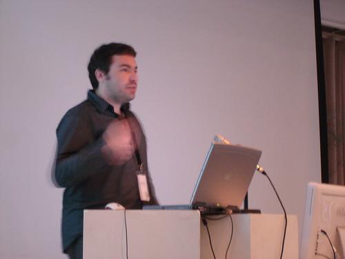 Herbert en plena presentación de su Media Franca