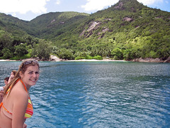 Seychelles (Y. Ballester) Tags: blue mountain verde green beach azul playa bikini catamaran seychelles biquini anse vikini viquini